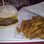 Hamburger et Frites maison excellent