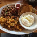 Corned beef hash, poached egg & home fries