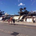 Photo de St. Tropez Harbor