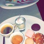 Dessert :  Moelleux avec coulis de cerise  et café gourmand (avec glace, muffin, macarons etc..)