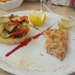 Très bon restaurant  rapport  qualité prix  raisonnable  se trouve sur le port pas dessus du res
