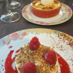 Desserts nougat glacé et gratin de fruits frais