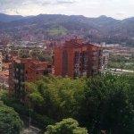 Vista diurna desde la habitación 900 del hotel MILLA DE ORO en Medellín