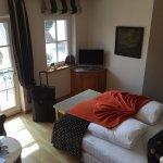 Geräumiges und modernes Zimmer - mit Zugang zum Balkon