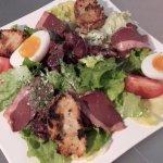 notre entrée, salade de gésiers et de magrets de canard