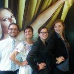 Antoine, Claire, Francesca, Amandine...tous pour prendre soin de nos clients!!! Dans la Up attit