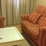 pequeña sala con television