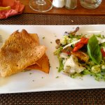 Socca,caviar d'aubergine avec sa salade (entrée )