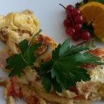 beim Frühstücksbuffet: Omlette mit Wunschzutaten