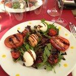 entrée : salade caprese avec mozzarella