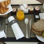 Petit déjeuner servi en room service