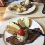 Rossbodensteak mit hausgemachter Kräuterbutter und Kartoffeln
