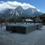 Prachtig zonneterras met zwembad en heerlijk uitzicht.