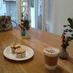 Esta foto es de diciembre... café calentito con leche de soja y cupcakes