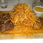 Crispy fries and perfect meat with a delicious sauce. The starter was also very good.