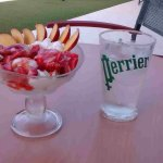 """""""Primavera"""" - triple flavour ice-cream + strewberries/sauce/cream!"""