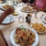Tavolo e fritto misto con contorni
