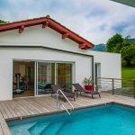 piscine et cabane
