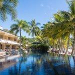 A piscina do hotel.