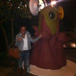 estatua exterior restaurante