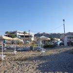 Пляж и отель .