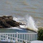 une réserve d'eau de mer en contrebas de la terrasse