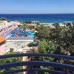 Photo de Mitsis Rhodos Village Beach Hotel