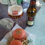 Las mejores mini hamburguesas y el más exquisito Fondue de Quesos acompañados de una Estrella de