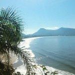 Foto da trilha do saquinho com vista da praia da Solidão e Açores.