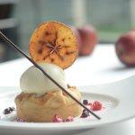 Apple e Crostata di mandorle con gelato di fagioli Cream_Sicily