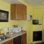Candlemaker Cottage kitchenette