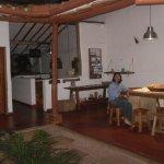 Area patio interior, comedor cocina.
