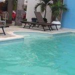 Poco mantenimiento en la piscina, el agua no es transparente.