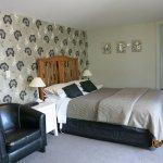 Earl & Oak, queen garden suites