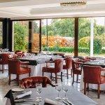 Amplio salón comedor perfecto para grandes celebraciones