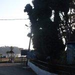 вход на пляж Гувья (муниципальный, 80 м от отеля)