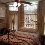 Photo de Castle Marne Bed & Breakfast
