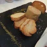 Bogavante a la plancha, alcachofas en tempura y foie.