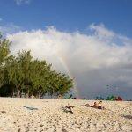 les kiteurs juste à côté de la plage de l'hôtel