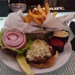 Burger mit Bluecheese und Frites