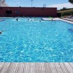 La piscine ! Attention 1m40 maxi n'espérez pas nager.