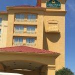 La Quinta Inn & Suites Arlington North 6 Flags Dr Foto