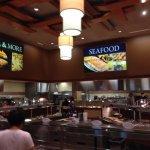 Cedar Plank Buffet Foto