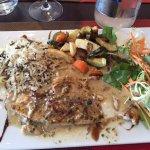 Bar sauce Vanille - fraîcheur salade et méli-mélo légumes bien cuisinés