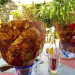 Glace ou sorbet et sa crépounette : un délice. 3 boules dans une crêpe formée en cornet géant.
