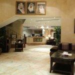 Foto de Landmark Suites Hotel