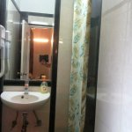 Clean bath room with supply of personal amenities