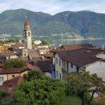 Sicht vom Dachrestaurant auf die Altstadt und den Lago Maggiore