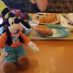 Getaway Goofy from the Magical Partners Travel Agency enjoying breakfast at Plaza Inn