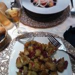 Entrantes: Tomate feo y alcachofas fritas con jamón